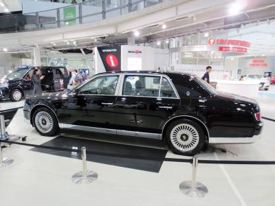 800px-Toyota_Century_SIDE
